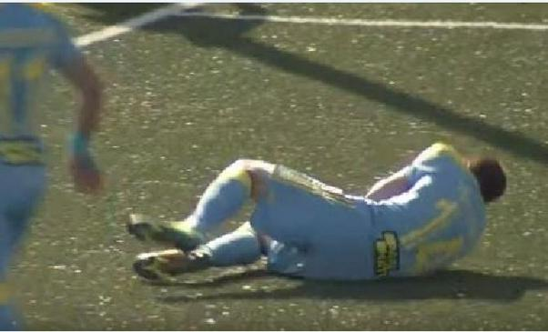 Казахстанские болельщики отправили в нокдаун хорватского футболиста